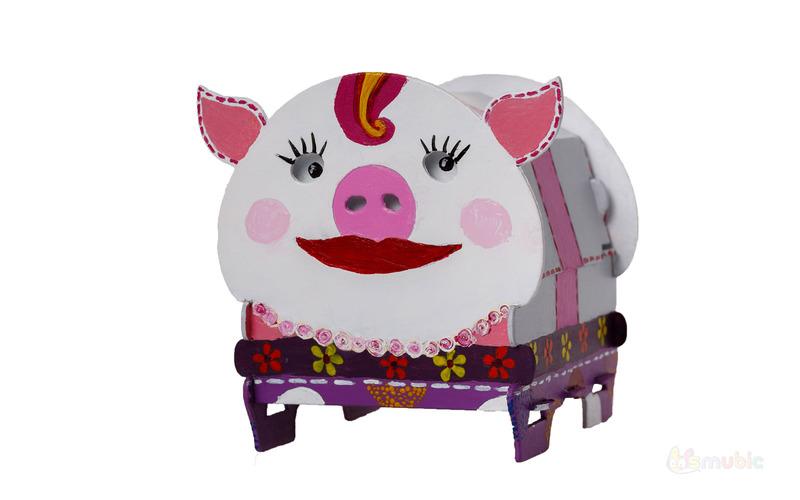 Вариант раскраски Свинка-сундучок
